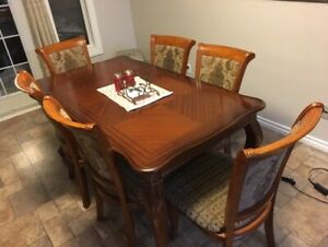 Kitchen/dining table and six chairs
