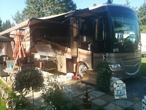 2008 Fleetwood Discovery 40X, Full Paint