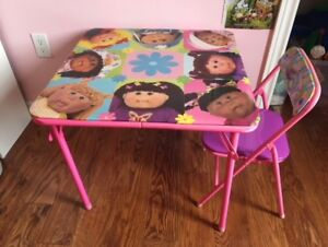 PRETTY LITTLE GIRL'S TABLE AND A CHAIR.