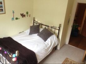 MODERN DOUBLE BEDROOM, 2 bedroom flat share, OWN BATHROOM, Brentford, £750+bills (approx £90)