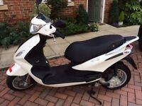 Piaggio Fly 50 cc - 40 miles only with accesories. Perfect for commuting to the station