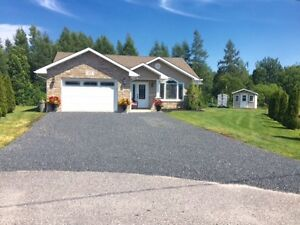 Move in ready! Sturgeon Falls single level bungalow (No stairs)