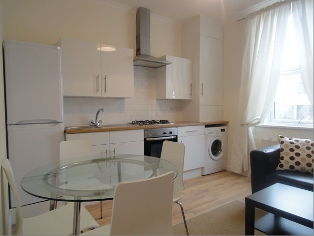 Refurbished 2 bed in great location - Includes 60'' tele