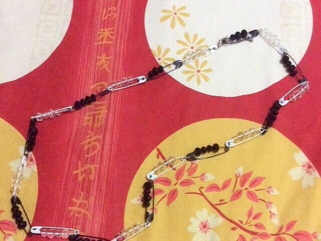 New Safety Pin Black And White Bead Necklace
