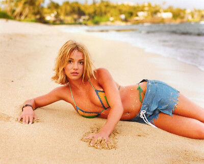 Britney Spears UNSIGNED photo - M4384 - American singer and actress - NEW IMAGE!