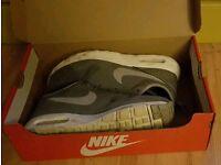 Nike's Trainers Tavas (GS) U.K.5.5