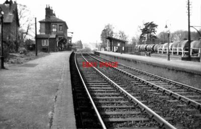 PHOTO  EARLEY RAILWAY STATION. LOOKING WEST. 1950S