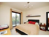 2 bed flat to rent, Harvard Road, Chiswick, W4 4EA PRIVATE AD