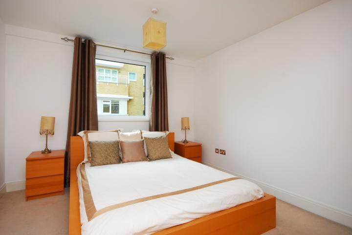 Amazing One Bed In Contemporary Oyster Wharf Battersea With River View