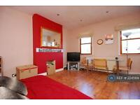 2 bedroom flat in Upland Road, East Dulwich, SE22 (2 bed)