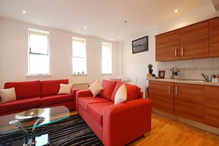 MODERN 2 BED FLAT IN WAREHOUSE CONVERSION - ALDGATE EAST - 365 PW