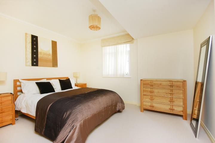 Wonderful 2 Bedroom 2 Bathroom Riverside Apartment in Oyster Wharf Battersea