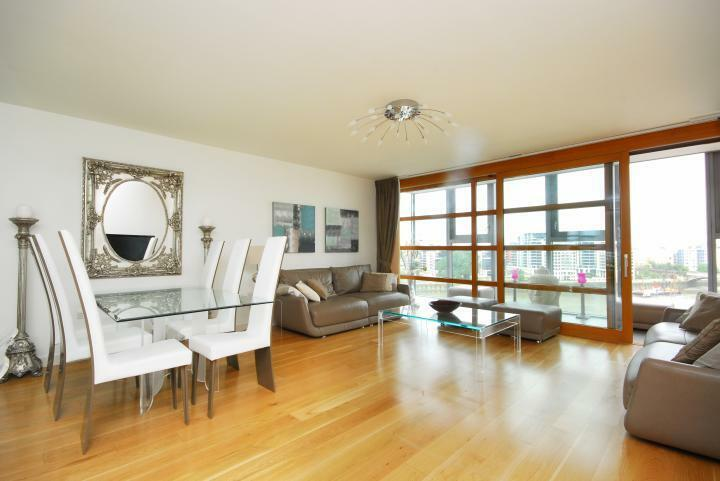 Stunning 2 Bedroom 2 Bathroom Flat in Falcon Wharf Riverside Development