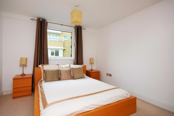 Lovely One Bed In Contemporary Oyster Wharf Battersea With River View