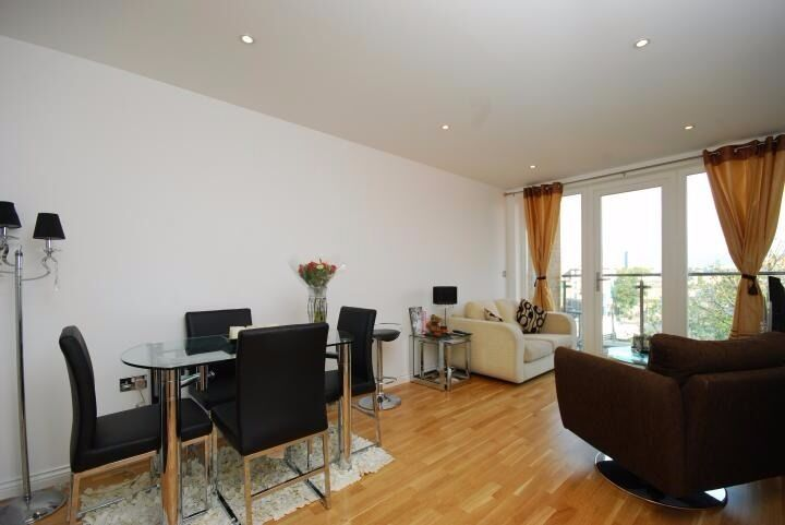 Modern 1 Bed Flat In Viridian Development In Battersea