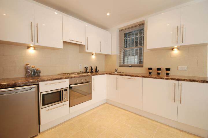 3 double bedroom 3 bathroom flat close to Central London.