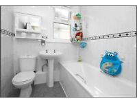 Complete modern bathroom suite in good condition