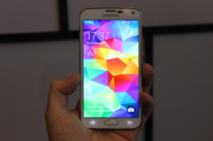 samsung galaxy s5,presq neuf,16G,16MP,ANDROID,fonctionnel,aubain