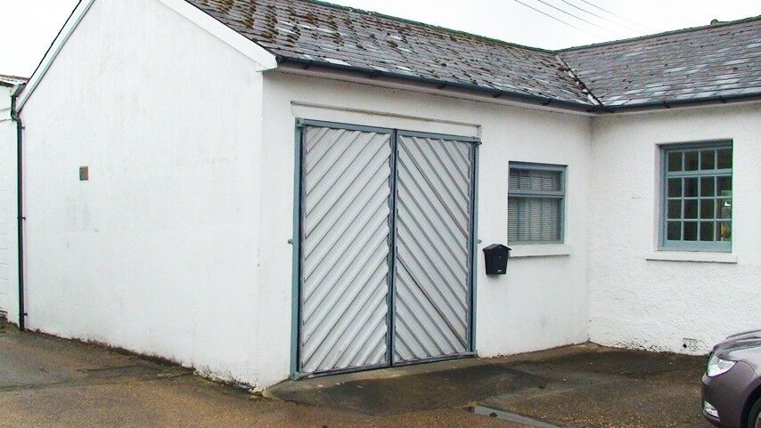 Office/workshop/storage/studio Unit To Let With Car Parking. Dorking,