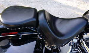 Le Pera seat for 2000 to 2006 HD softails