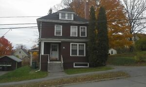Attention Acadia Students – 5 bedroom house in great location!