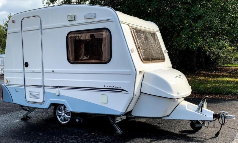 Freedom Jetstream Twin Sport Caravan 2 Berth with Motor ...