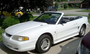 Ford Mustang - Convertible