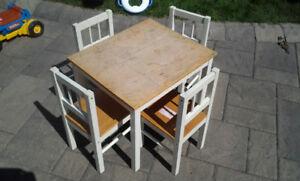 Table et 4 chaises pour enfants (La Prairie, Qc)