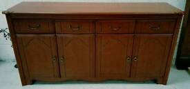 Solid side board in vgc can get it delivered 07808222995