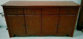 Solid side board in vgc can get it delivered tel 07808222995