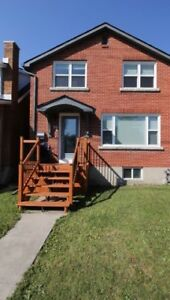 FANCY 5 BEDROOM - QUEEN'S STUDENT RENTAL - $3450 INCLUSIVE
