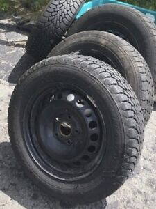 Selling 4 winter tires on rims 195/65/R15