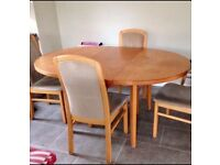 Round Dinning room table and 4 Chairs