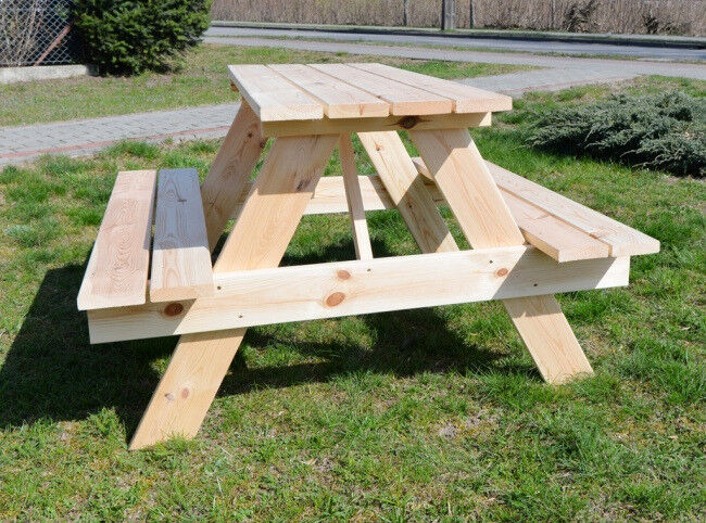 Table with bench for 4 people to the garden