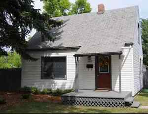 ALL RENOVATED 1120 SQF T3 BEDROOM SEMI BUNGALOW IN RITCHIE