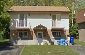 10 min from downtown Ottawa: 3 Bedroom apartment ONLY $780.00 -