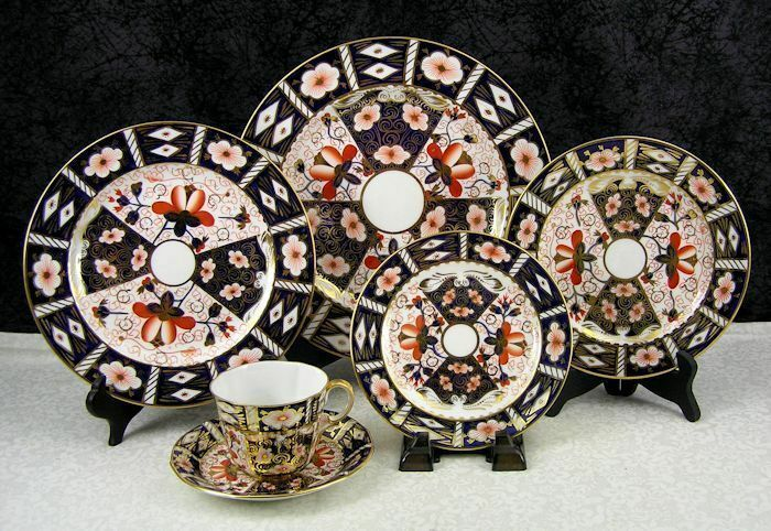 The Complete Guide to Royal Crown Derby Imari