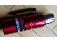 Three brand new thermos flasks / black, red, silver