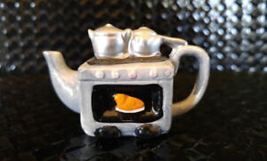 Miniature Red Rose Teapot - Pots On Silver Stove