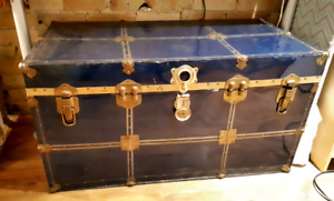 Vintage Storage Chest / Coffee table / Bench