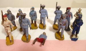 Lot de 12 anciens petits soldats en plastique Beffoid France