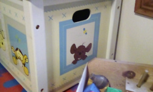 Safety Winnie the pooh toy box