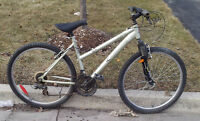 LIKE NEW RALEIGH AIRLITE TESS WOMEN MOUNTAIN BIKE FOR SALE   ***