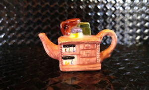 Miniature Red Rose Teapot - Rose-Colored Cupboard