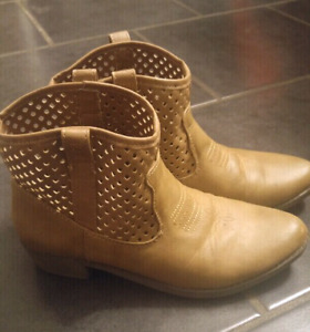 Cowboy style ankle boots from Justice size 5