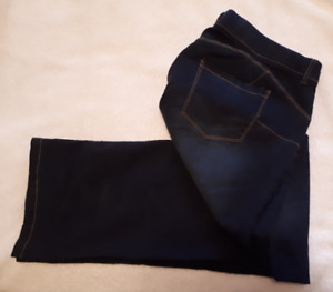 Woman's Jeans (Dark Blue) Size 16 - Large Fit - Like New