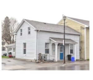 Available Immediately - 2 Bedroom Apt in Picton