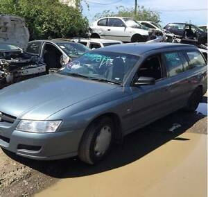 HOLDEN COMMODORE VZ WAGON DARK BLUE FOR WRECKING HOLDEN PARTS