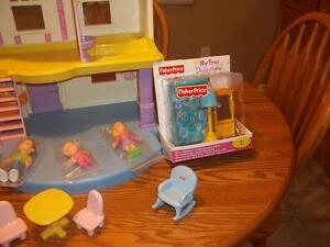 Fisher-Price My First Dollhouse •With furniture and extras London Ontario image 2