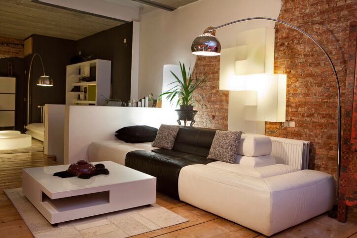 """Einige Designklassiker - wie die """"Arco""""-Leuchte - werten jede Wohnung auf. (Copyright:Thinkstock/ über The Digitale)"""